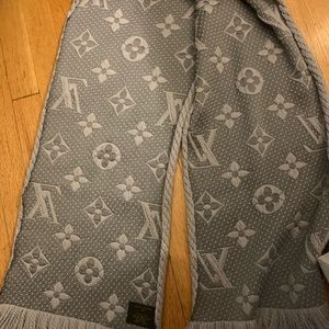 Louis Vuitton Accessories - Grey Louis Vuitton Scarf